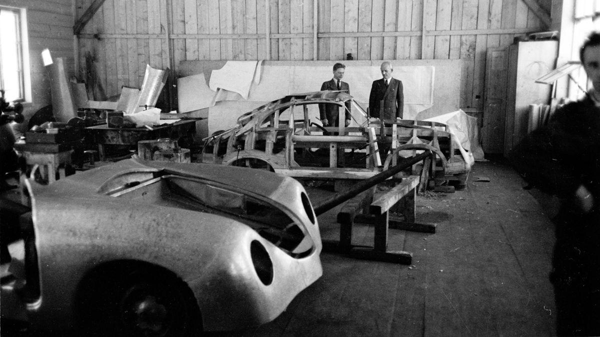2165099_porsche_356_coupé_porsche_factory_side_gmuend_kaernten_1948_porsche_ag