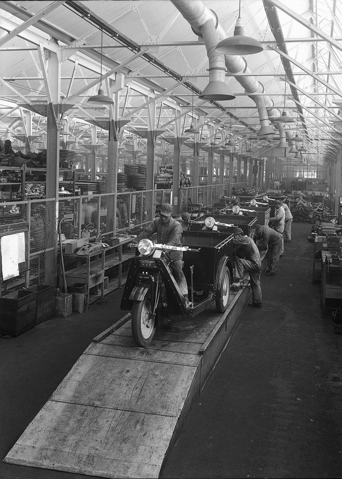 heritage_image_Mazda_Go_production
