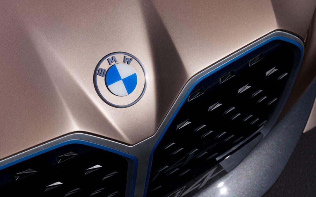 ¡El logo de BMW cambia otra vez!