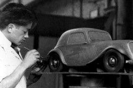 Flaminio Bertoni (1903 - 1964) , scultore e designer , disegnatore delle vetture Traction Avant , 2CV , AMI 6 e DS