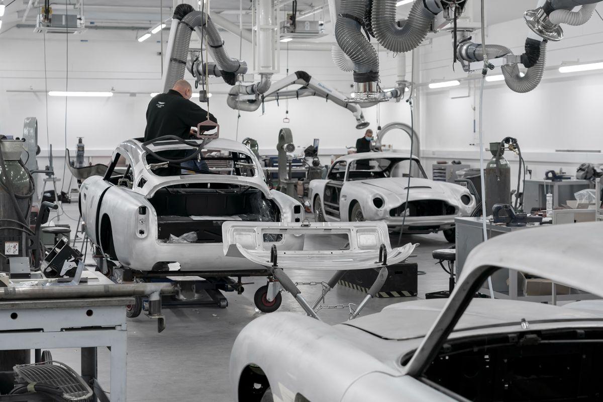 Aston Martin DB5 Goldfinger Continuation_03