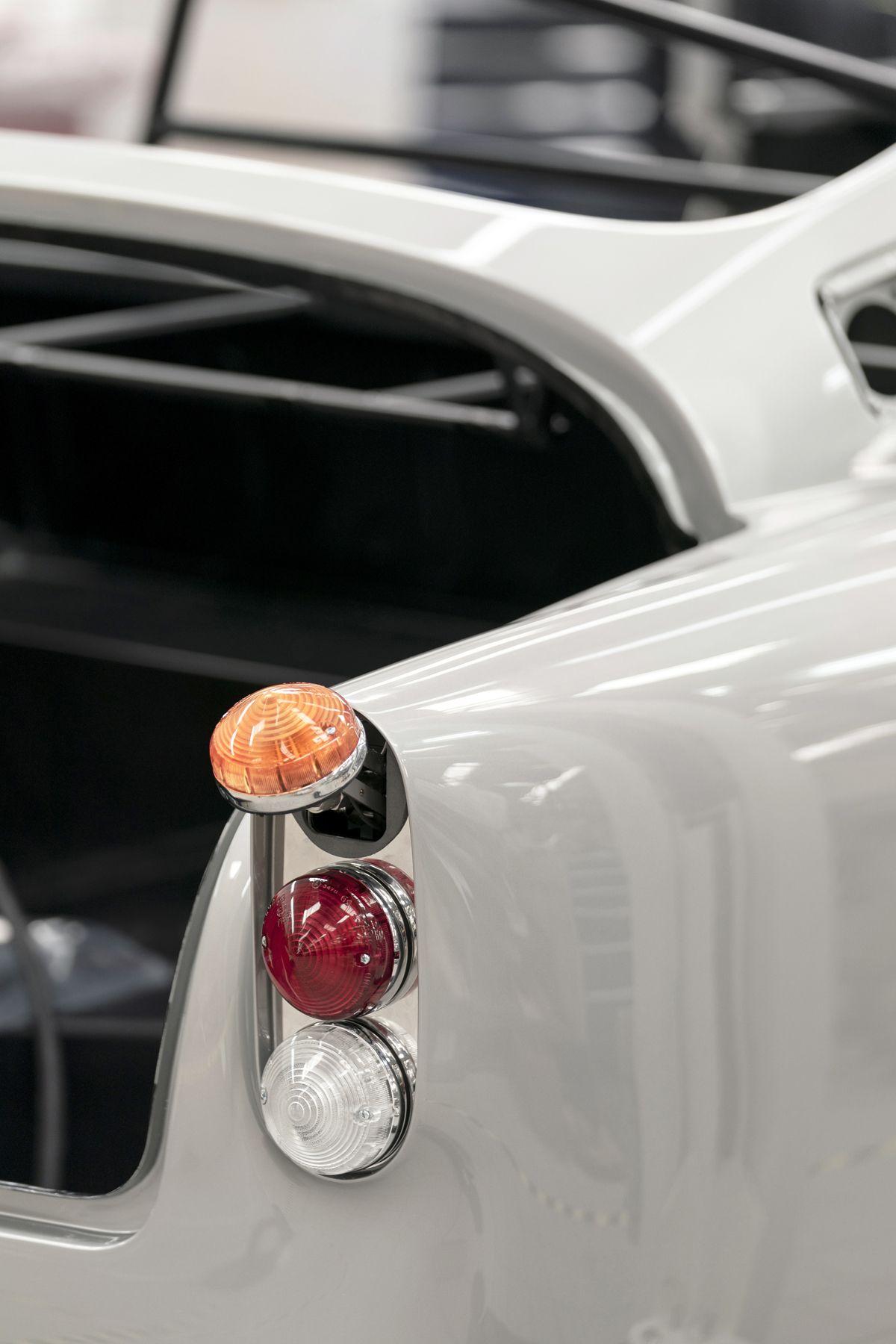 Aston Martin DB5 Goldfinger Continuation_07