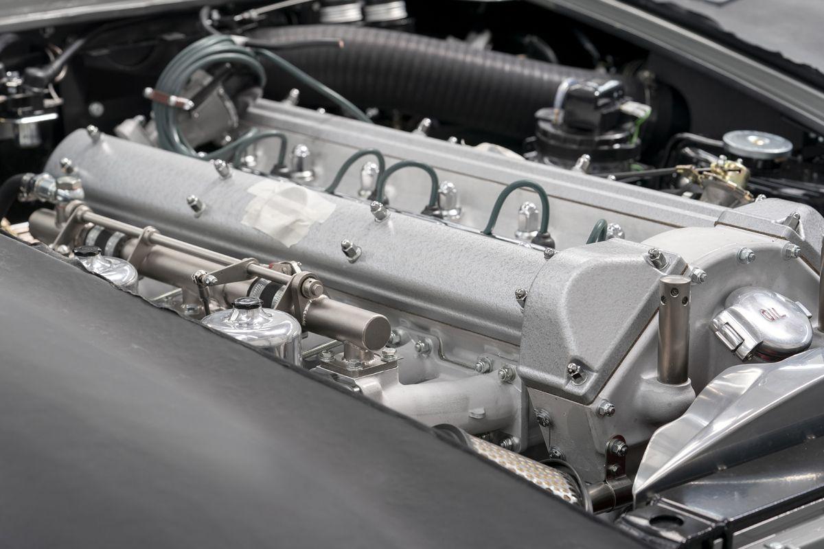 Aston Martin DB5 Goldfinger Continuation_12