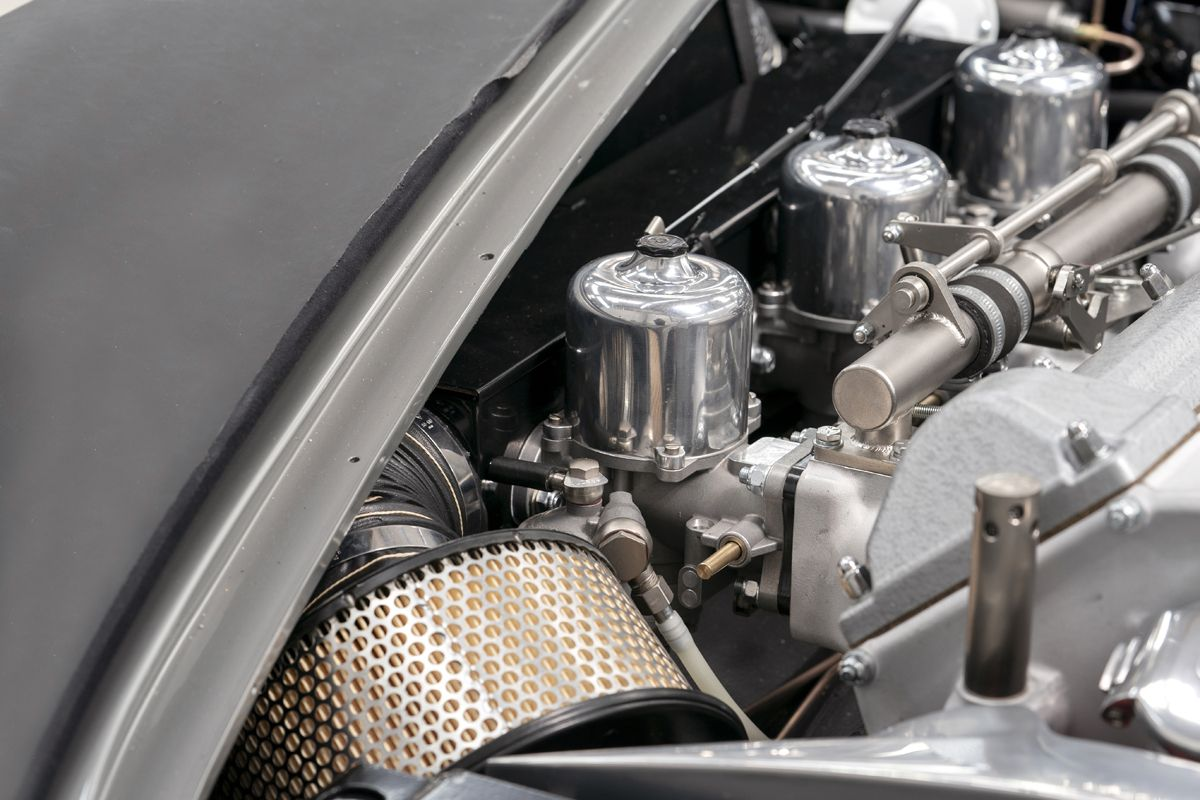 Aston Martin DB5 Goldfinger Continuation_13