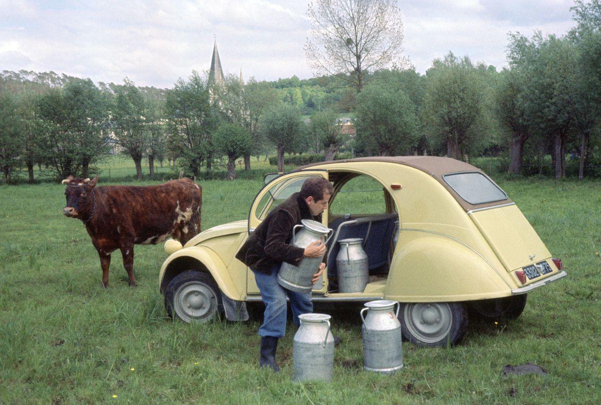 Una 2CV del 1963 per il trasporto del latte