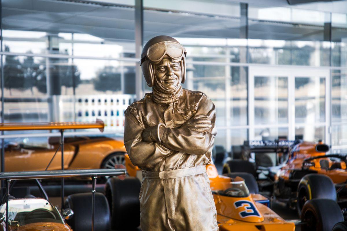 02062020_Bruce McLaren statue_01