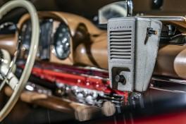 """Entertainment: Der """"Klangfilm""""-Lautsprecher ist eines von """"33 Extras"""" im Mercedes-Benz Museum. Im Autokino wurde er am Kabel durch Fenster gereicht und lieferte den Ton zum Film.   Entertainment: The """"Klangfilm"""" speaker is one of the """"33 Extras"""" at the Mercedes-Benz Museum. At the drive-in cinema it was passed through the window with a cable attached and provided the soundtrack to the film."""