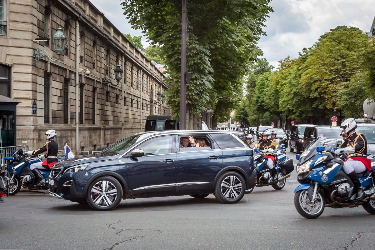Peugeot5008-Macron