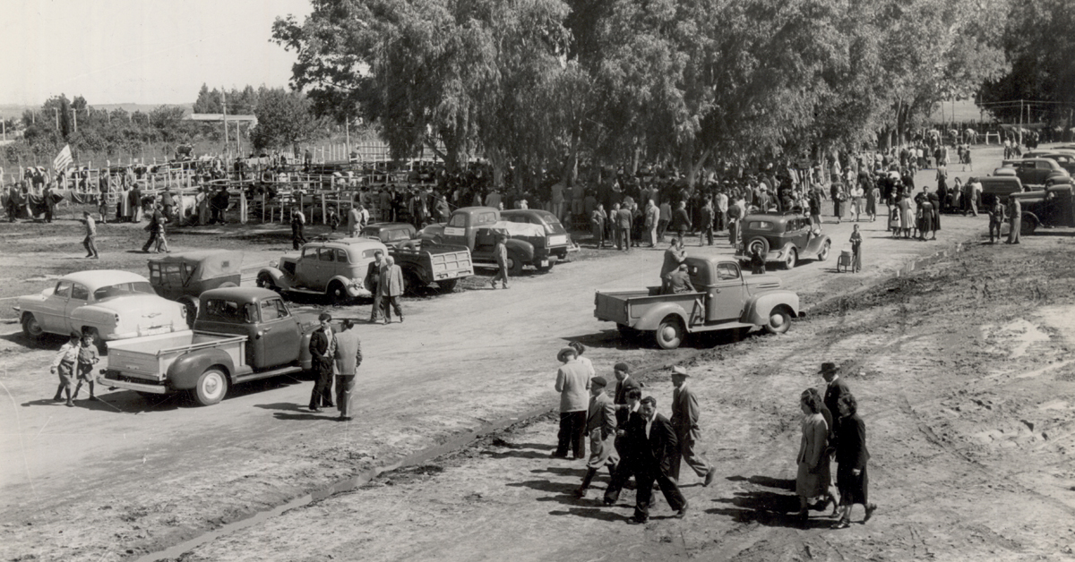 Uruguay_Soriano_Parte del público asistente a la 3ª Exposición de ganadería, granjas e Industrias_1953_slider