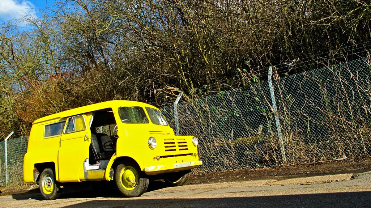 1146912_1957 Bedford CA Van front angle HR